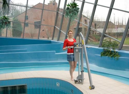 Transfert la piscine soul ve personne de piscine handi for Leve personne piscine