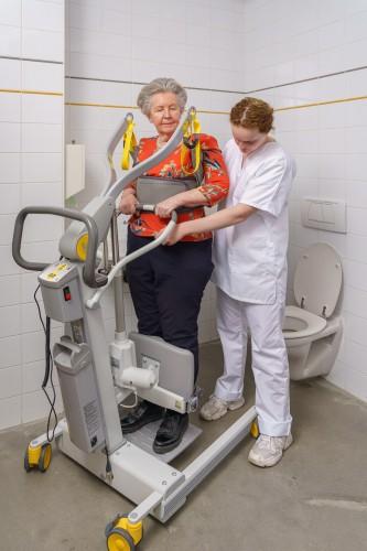Handi-Move  - Actieve tillift 2620 - met natuurlijke 'sta op' beweging - Transfer van/naar toilet - Aan- en uitkleden is makkelijk voor de verzorger