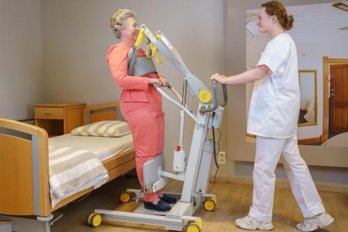 Handi-Move  - Actieve tillift 2620 - met natuurlijke 'sta op' beweging - Transfer van/naar bed - Stabiele sta-houding