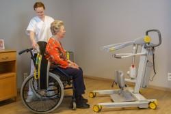 Handi-Move  - Actieve tillift 2620 - met natuurlijke 'sta op' beweging - Transfer van/naar rolstoel - Actieve tilband