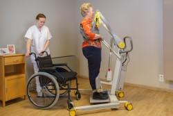 Handi-Move  - Actieve tillift 2620 - met natuurlijke 'sta op' beweging - Transfer van/naar rolstoel - Stabiele sta-houding