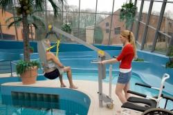 Handi-Move  - Tiljuk klassiek , Mobiele zwembadlift , Badtildoek , Badtildoek met hoofdsteun